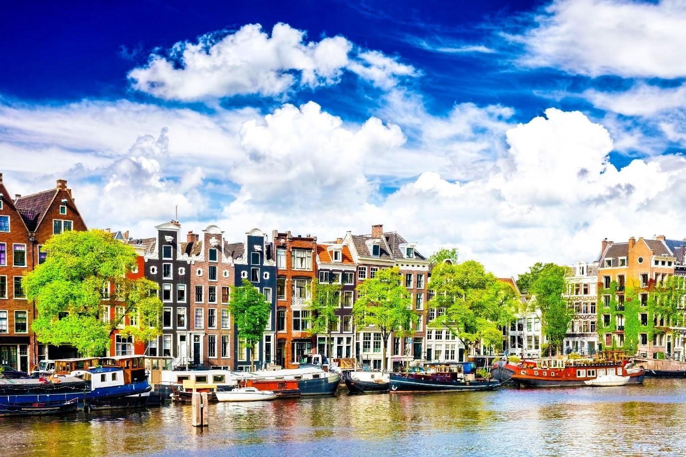 Trung bình hằng năm có khoảng 90.000 sinh viên quốc tế đến với Hà Lan